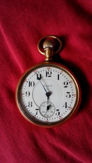 """""""El tiempo corre"""" por Julio Aedo"""